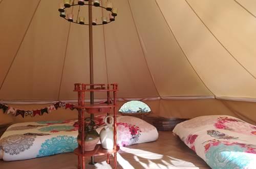 asinerie-badjane-tente-tzigane-interieur ©