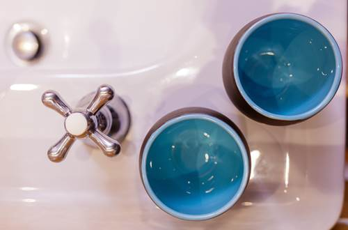 la vieille maison Durfort chambre bleue lavabo ©