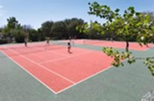 BELAMBRA Terrain de tennis ©